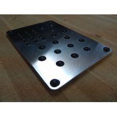 Алюминиевый подпятник для ковриков EVA
